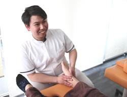 膝痛治療の施術その3
